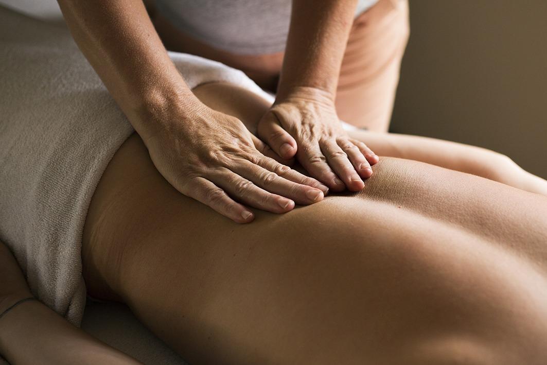 Relaxatie massage onderrug door Lydia