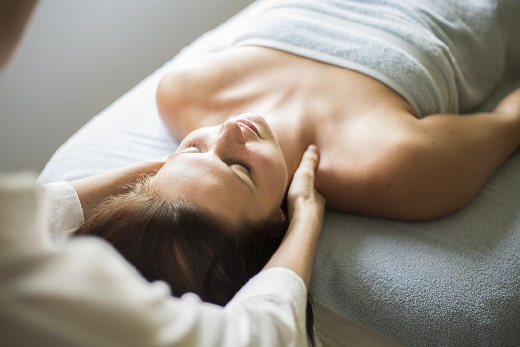 hoofd nek en schoudermassage by Lydia
